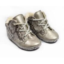 18-as Berry Baby puha talpú bőr kocsicipő: Ezüst kígyóbőr szerű- fűzős