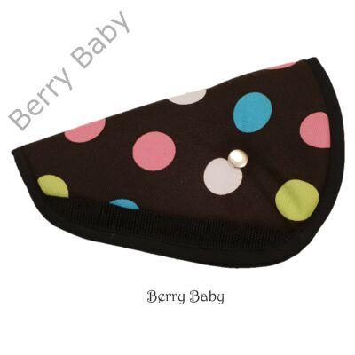 Biztonsági öv elterelő- öv elvezető gyerekeknek a Berry Baby-től: csoki alapon színes pöttyös