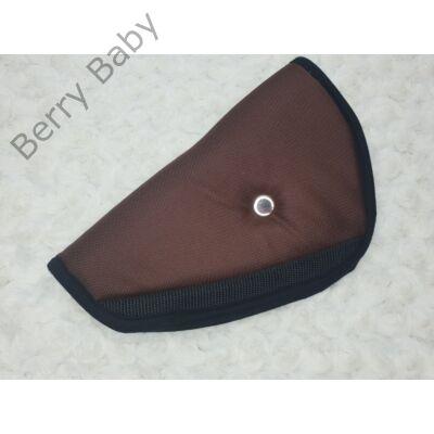 Biztonsági öv elterelő- öv elvezető gyerekeknek a Berry Baby-től: csoki barna