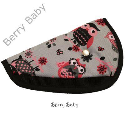 Biztonsági öv elterelő- öv elvezető gyerekeknek a Berry Baby-től: rózsaszín baglyos