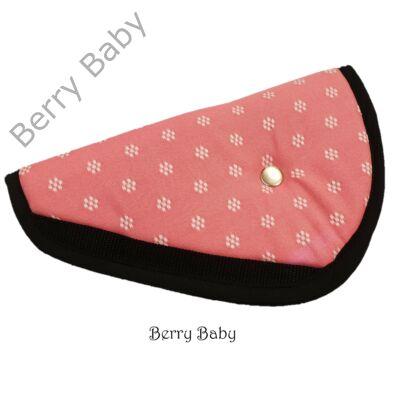 Biztonsági öv elterelő- öv elvezető gyerekeknek a Berry Baby-től: rózsaszín apró virágos