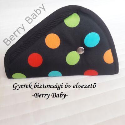 Biztonsági öv elterelő- öv elvezető gyerekeknek a Berry Baby-től: fekete alapon színes pöttyös