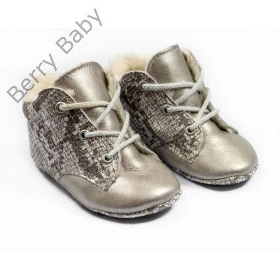 19-es Berry Baby puha talpú bőr kocsicipő: Ezüst kígyóbőr szerű -fűzős