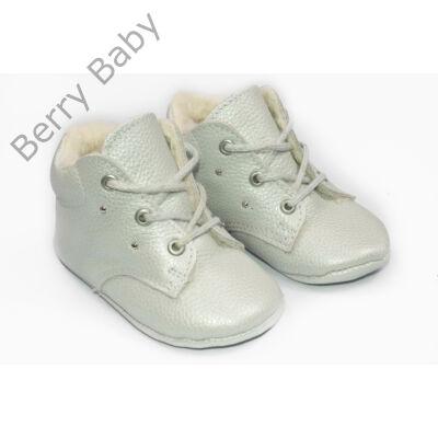 19-es Berry Baby puha talpú bőr kocsicipő: Gyöngyház-fűzős
