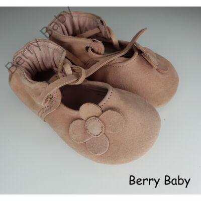 18-as: Berry Baby Púder virág mintás puha talpú bőr kocsicipő, szobacipő