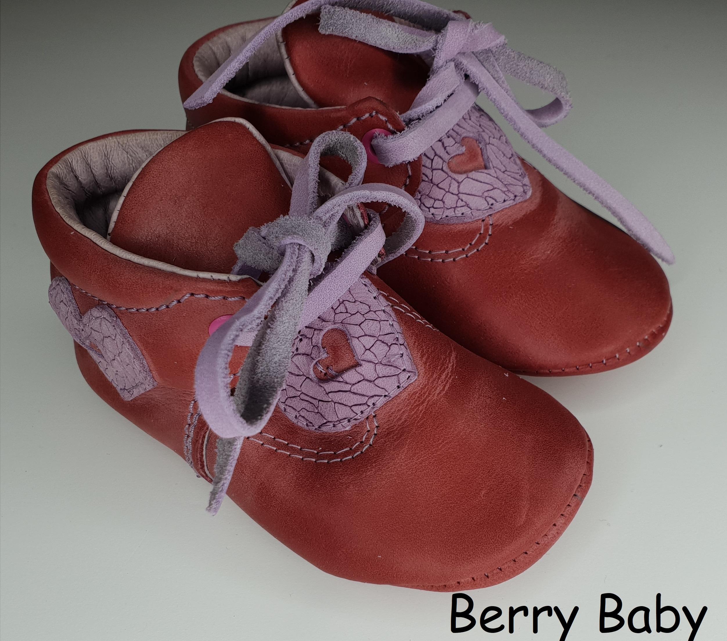 dcd047a166 19-es: Piros szíves puha talpú bőr kocsicipő, szobacipő - Baba cipő- puha és  keménytalpú első kiscipő, kocsicipő- BERRY BABY